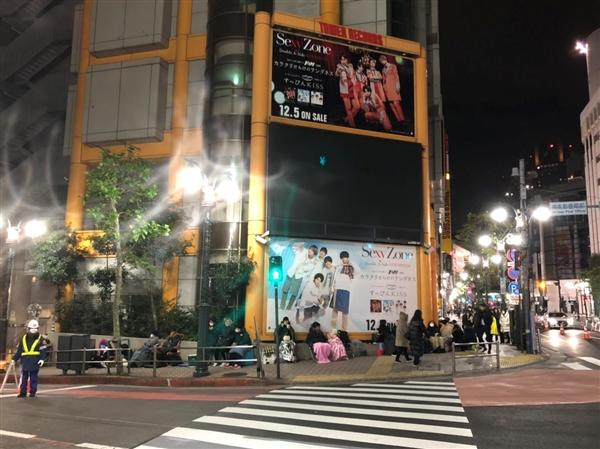 渋谷タワレコにてUNBの並び代行、DVD購入代行